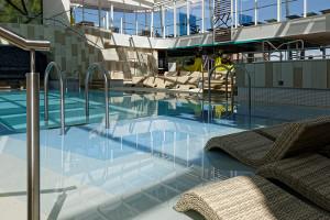 Pool-Deck - Innenbereich - Mein Schiff 4